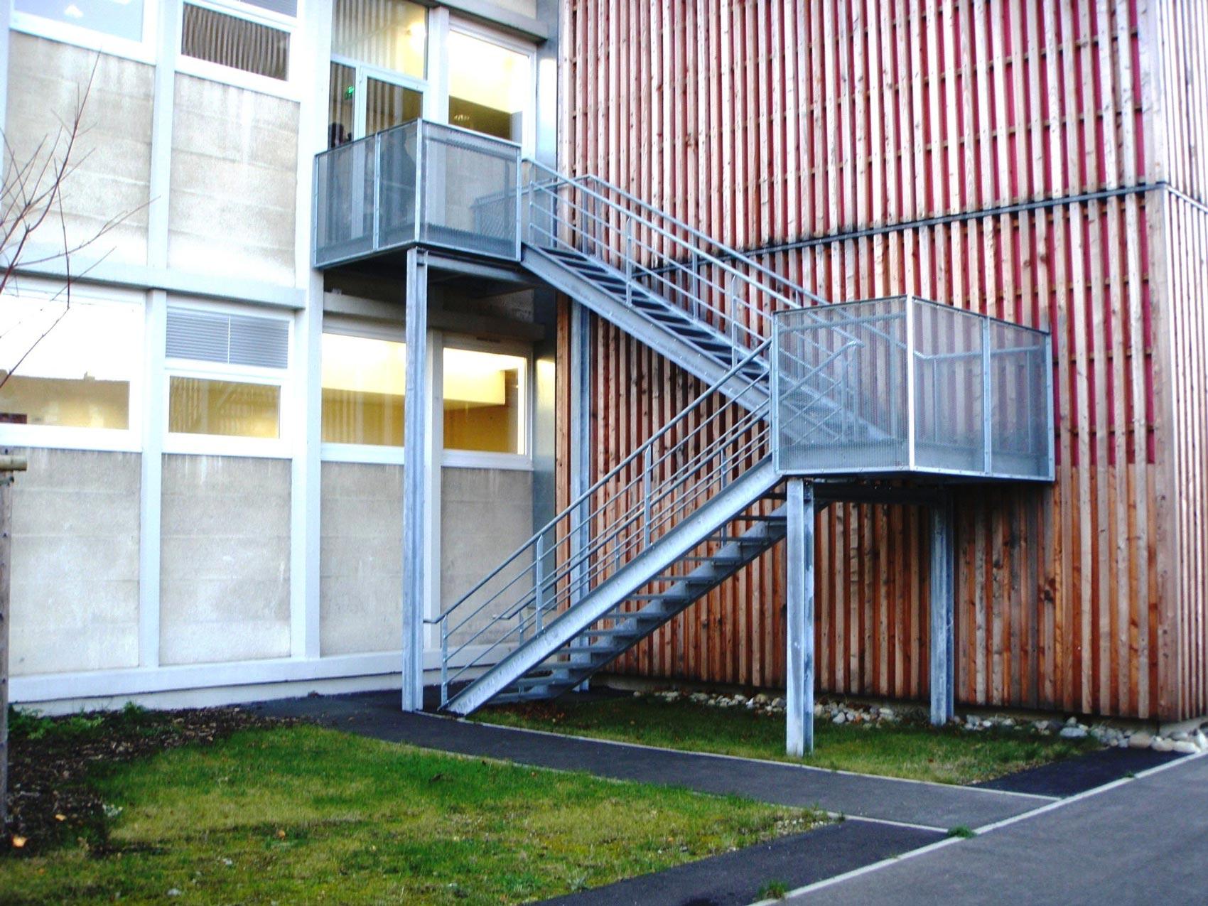 construction escalier metallique exterieur lycee schweitzer - muller rost