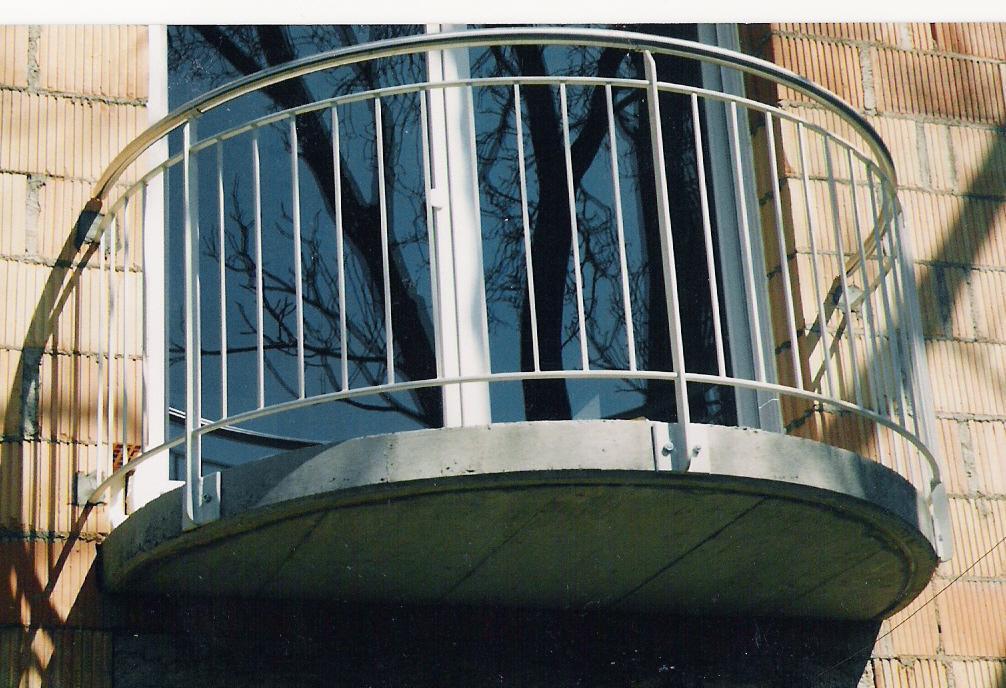 Ouvrage de menuiserie métallique : balcon particulier - maison habitation - Muller rost